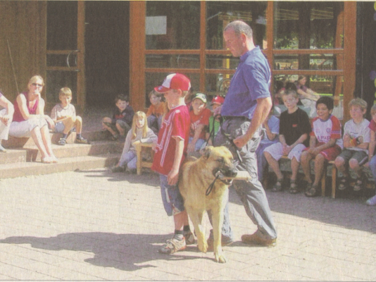 Hunde-Besuch kam in die Abt-Steyrer-Schule